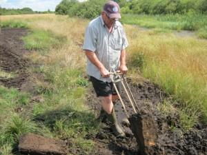 Thorkil Ottosen graver tørv